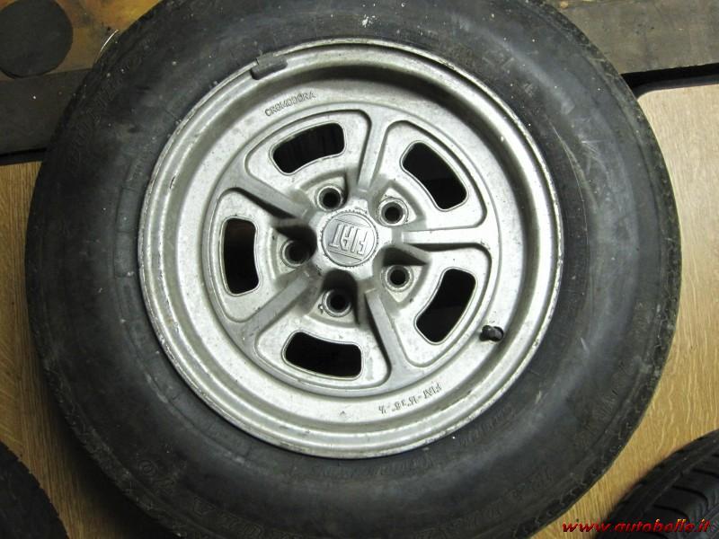 FIAT ABRATH Deluxe auto valvole tappi cerchi in lega polvere tutti i modelli 8 COLORI ROSSO 500l