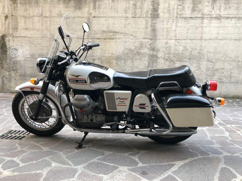 ea4f217906 Moto conservata in perfetto stato. Sempre tenuta i garage. Si presenta con  i seguenti optional: -Parabrezza anteriore -Proteggi gambe -Borse laterali  in ...