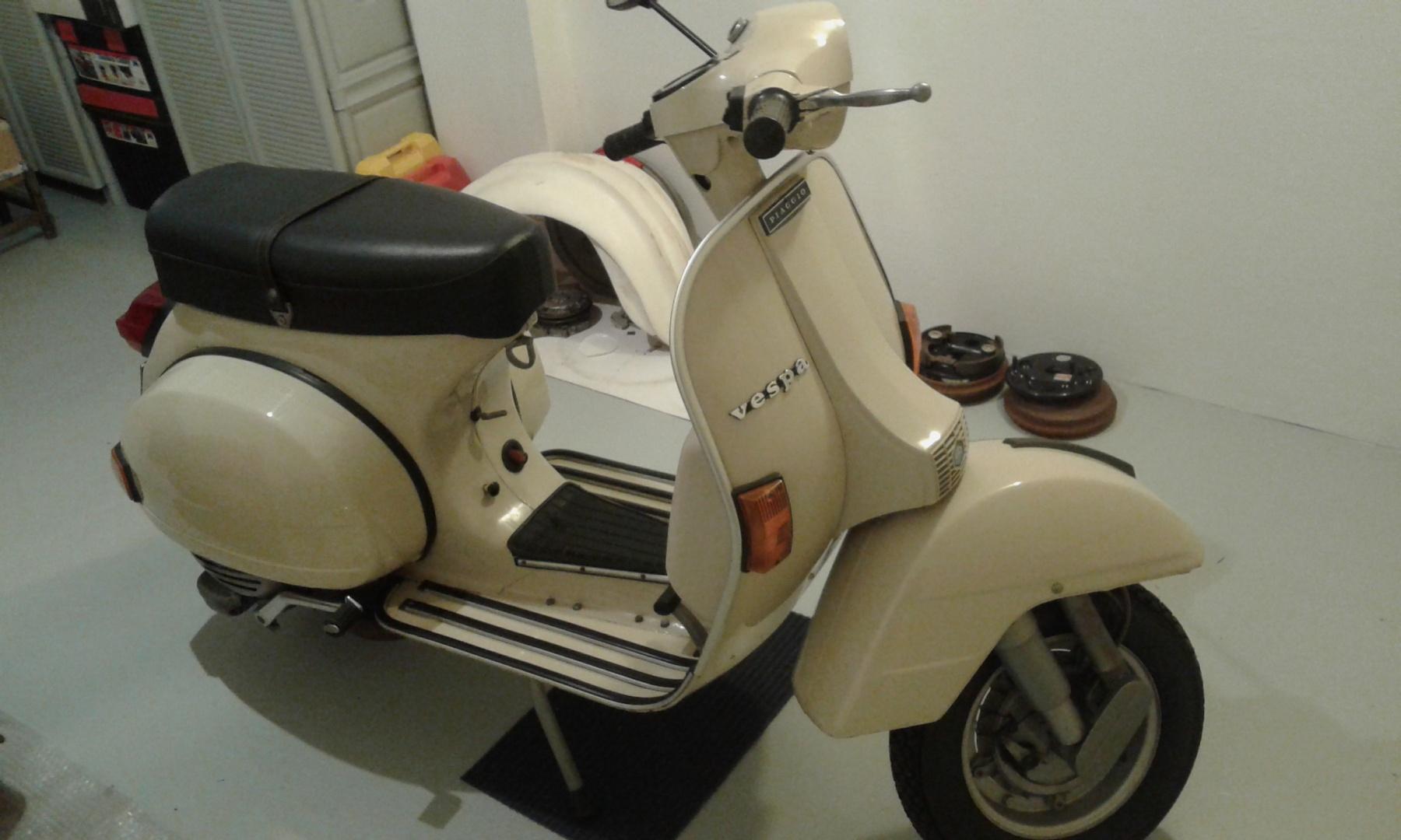 Vespa P 200 E PX 1978 white Metall Modell 42123 NewRay 1