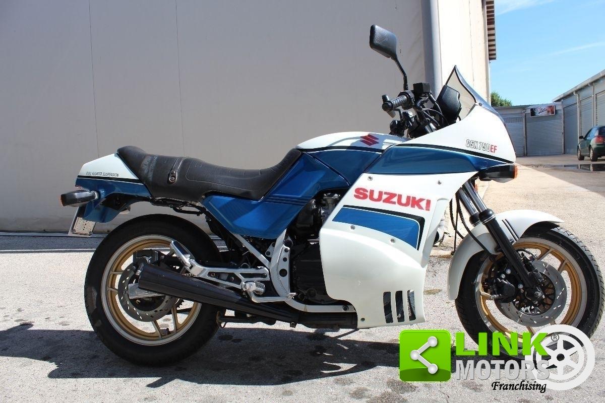 1984 Suzuki GSX 750 EF - Moto.ZombDrive.COM