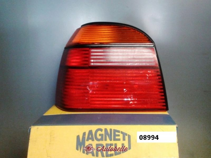 VW PASSAT 32b anno 80-89 RUOTA PARAFANGO POSTERIORE SINISTRO 4 PORTE STATION WAGON